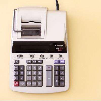 calcolatrice modello con scontrino